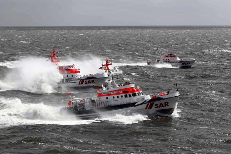Seenotkreuzer HANNES GLOGNER, HANS HACKMACK, EISWETTE (Foto DGzRS Die Seenotretter, Helmut Hofer)