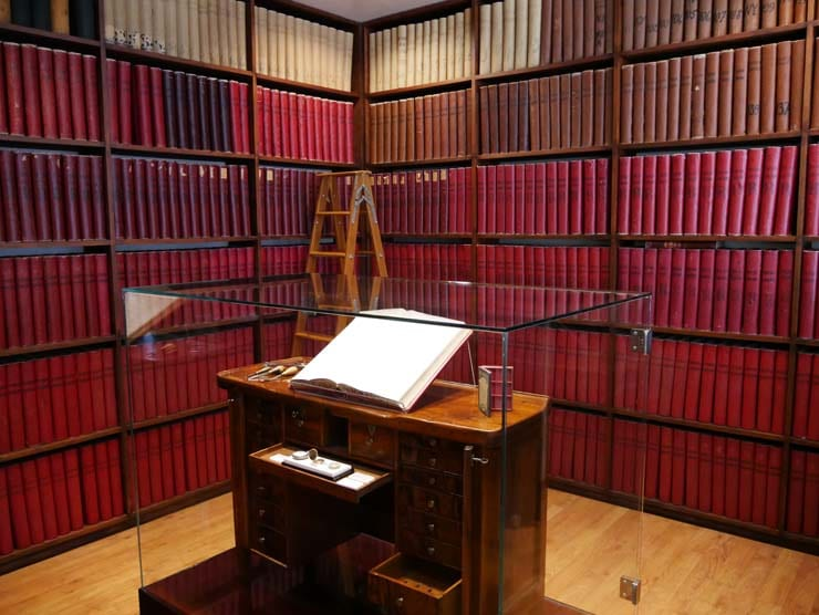 Longines Museum, Buch mit den registrierten Serien-Nummern