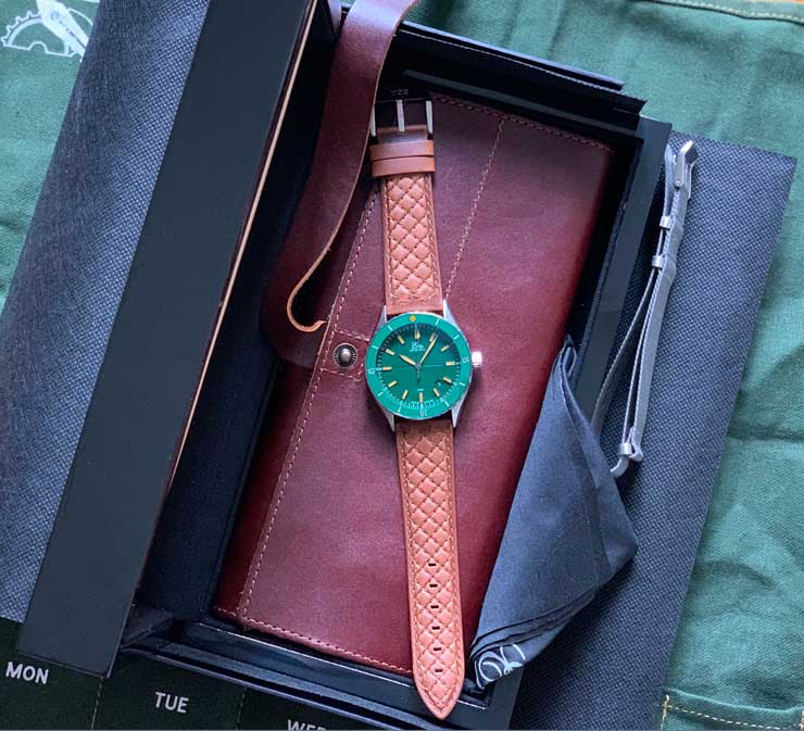 Eza Sealander Edelstahl mit grünem Zifferblatt
